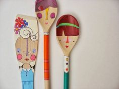 handmade wooden folk art mini clothespin dolls by mooshoopork Wooden Spoon Crafts, Wooden Spoons, Painted Spoons, Posca Art, Spoon Art, Clothespin Dolls, Clothespin Magnets, Pintura Country, Wooden Dolls