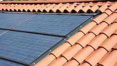 Soltak | Så fungerar takpannor med integrerade solceller - E.ON Solar Panels, Outdoor Decor, Home Decor, Sun Panels, Decoration Home, Solar Panel Lights, Room Decor, Interior Design, Home Interiors