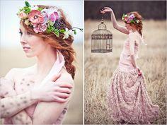 kwiaty wplecione we włosy | Sweet Wedding.pl