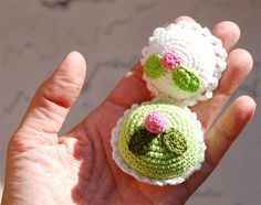 Tiny crocheted cakes by Tuula...
