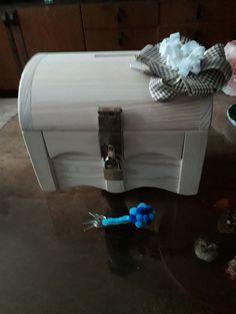 Svatební dar je možné zabalit do truhličky Suitcase, Fashion, Fashion Styles, Suitcases, Fashion Illustrations, Briefcase, Trendy Fashion, Moda