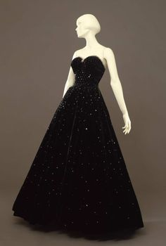 Evening dress, 1947  From the Galleria del Costume di Palazzo Pitti via Europeana Fashion (I've been to this gallery!)