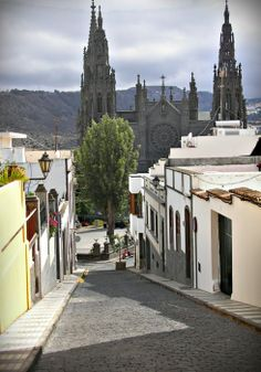 travelingcolors:  Arucas, Gran Canaria | Spain   Photo taken by...
