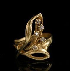 A Floral Design Diamond Ring