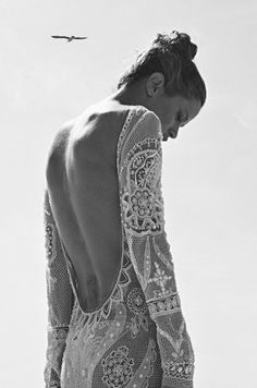 Exquisite sequined-lace backless dress.