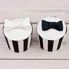 Black & White Flower Cupcakes