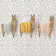 Organize your yarn scraps and embroidery thread with these cute llama thread bobbins! Free printables to make your own are included. Alpacas, Embroidery Thread, Embroidery Patterns, Crochet Patterns, Knitting Patterns, Diy Broderie, Thread Holder, Yarn Holders, Cute Llama