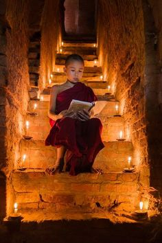 Reading the sutras Photo by Liu chengcheng — National Geographic Your Shot We Are The World, People Around The World, Around The Worlds, Kreative Portraits, Buddha Zen, Buddhist Monk, Jolie Photo, World Cultures, National Geographic