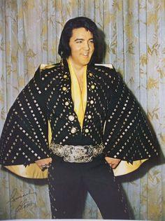 Elvis Presley - Rare Original 1972 Black Butterfly/Diamond Jumpsuit (with Gold Attendance Belt) Poster Lisa Marie Presley, Priscilla Presley, Elvis In Concert, Elvis Presley Photos, Chuck Berry, Most Beautiful Man, Black Jumpsuit, Belle Photo, Mississippi