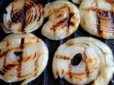 Grilled Onions on a George Foreman Grill-- 1.Heat grill. Spray grill (or onions!) with non-stick cooking spray, or brush with olive oil. Lay onion rounds on the grill, close it, and grill for 10-15 minutes.