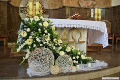 Church Wedding Flowers, Church Wedding Ceremony, Altar Flowers, Church Wedding Decorations, Centerpiece Decorations, Flower Decorations, Decoration Communion, First Communion Decorations, Contemporary Flower Arrangements