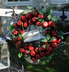 <3 garden apple wreath <3