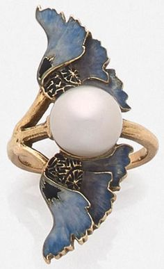 Vintage Jewelry LALIQUE-Art Nouveau enamel and pearl ring @ møe ⛅ fσℓℓσω мє for more! Bijoux Art Nouveau, Art Nouveau Ring, Art Nouveau Jewelry, Jewelry Art, Vintage Jewelry, Fine Jewelry, Jewelry Design, Gold Jewelry, Jewellery