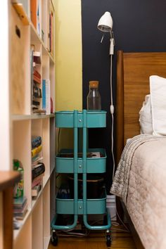 New York Studio Apartment Tour: A Small, Colorful Home Wood Bedroom Sets, Bedroom Furniture, Apartment Furniture, Apartment Living, Luxury Furniture, New York Studio Apartment, Studio Apartments, Poster Storage, Construction Bedroom