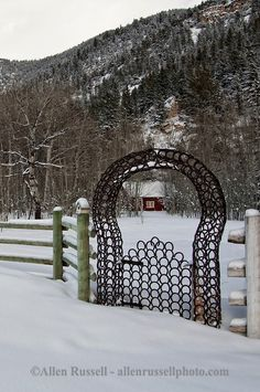 Horseshoe gate, Paradise Valley, south of Livingston, Montana, PROPERTY RELEASED