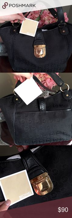 ⚫️👜 Michael Kors Black Shoulder Bag ⚫️ ⚫️👜 Michael Kors Black Shoulder Bag ⚫️ Love this one, one of my comfiest. No stains or rips, just a scratch on the front closure. Let me know if you have questions! Offers welcome Michael Kors Bags Shoulder Bags