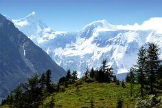 10 природных достопримечательностей России, о которых вы никогда не слышали -  Гора Белуха, Алтай  Эта гора — высочайшая точка Горного Алтая. Здесь расположено множество ледников, из-за чего рискнуть подняться на гору могут только самые опытные альпинисты.
