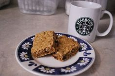 Make Your Own Granola Bars on http://www.stacymakescents.com  *Uses sucanat and honey~ Yay!