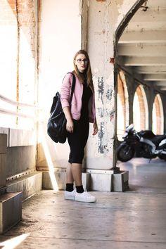 Lässiger College-Look mit Superga Platform Sneakern und rosa Bomberjacke! #newlook #blogger #fashionblogger_de #superga #bomberjacket www.echo-of-Magie.de