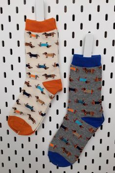 Deze TÉ GEKKE sokken mogen niet ontbreken in jouw sokken collectie als teckelliefhebber #teckels #happysocks Socks, Fashion, Moda, La Mode, Sock, Fasion, Stockings, Fashion Models, Trendy Fashion