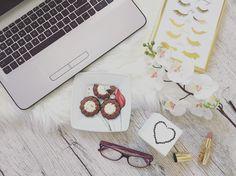 """Polubienia: 7, komentarze: 2 – @kasia_mokrzycka na Instagramie: """"😍🤔 #lazyday #beautiful #cookies #zloteplakaty #ilikeit #lovely #flowers #flatlay #flatlaylove…"""""""