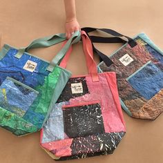 Your Up-fuse everyday Tote Bag made from upcycled plastic bags and Egyptian organic cotton certified by GOTS! Plastic Bag Crafts, Recycled Plastic Bags, Plastic Recycling, Recycled Art Projects, Recycled Crafts, Recycled Clothing, Recycled Fashion, Fused Plastic, Plastic Spoons