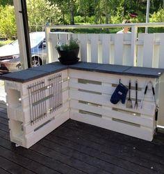 que-faire-en-palette-de-bois-rangement-terrasse-idee