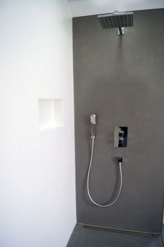 Bathroom made of spatulated concrete in white and black, waterproof sealed, ready for .Bathroom made of spatulated concrete in white and black, waterproof sealed, ready to shower by coastal chic decorating ideas that will Shabby Chic Moderne, Large Living Room Furniture, Coffee Room, Wall Lights, Bathtub, House Design, Shower, Interior Design, Bathroom