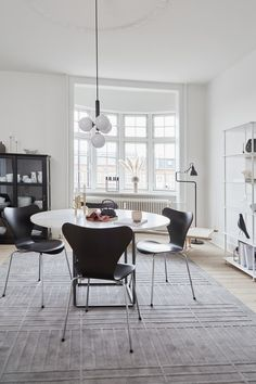 Modern Room Decor, Stylish Home Decor, Best Interior, Interior Design, Dining Room Inspiration, Simple House, Minimalist Home, Furniture Plans, Chair Design