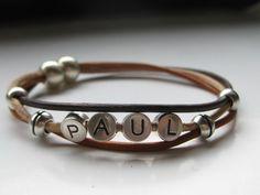 Wunderschönes Armband mit drei Lederbändern in natur,hellbraun ind dunkelbraun    das Angebot beeinhaltet 4 Buchstabenperlen,jeder weitere Buchstab...