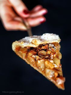 Rustikální jablečný koláč Baking Recipes, Cookie Recipes, A Food, Food And Drink, Sweet Cakes, Sweet And Salty, Food Photo, Apple Pie, Sweet Recipes