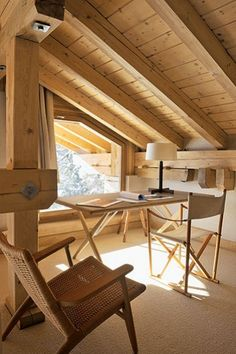 Luca Bassani´s mountain villa in St.Moritz, Switzerland: AT 303 table and CH 25 armchair by Hans J. Photography by Reto Guntli. Attic Rooms, Attic Spaces, Interior Architecture, Interior And Exterior, Interior Design Living Room, Interior Decorating, Attic Remodel, Tiny House Movement, Cabins And Cottages