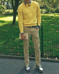 Bow tie, sweater, critter pants, boat shoes So preppy and adorable! Preppy Mens Fashion, Gents Fashion, Bold Fashion, Prep Fashion, Fashion Sets, Preppy Dresses, Preppy Outfits, Preppy Clothes, Men Clothes