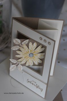 Pop up swing card Article Gallery Ideas] . Flip Cards, Fun Fold Cards, Pop Up Cards, Folded Cards, Carte Swing, Daisy Delight Stampin' Up, Swing Card, Art Carte, Shaped Cards