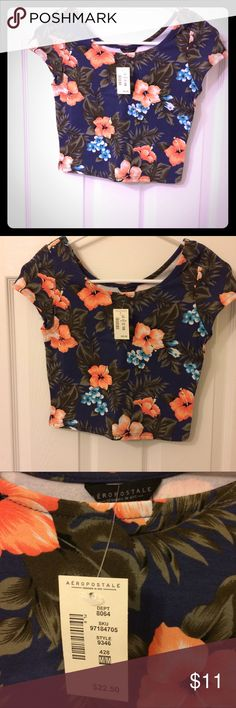 NWT Aeropostale floral crop top Super cute with a black maxi skirt, your favorite jeans, or anything high-waisted! Price is firm, no trades. Bundle and save! Aeropostale Tops Crop Tops