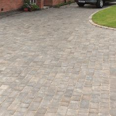 Graphite Woburn Rumbled Block Paving Pack of m² - B&Q for all your home and garden supplies and advice on all the latest DIY trends Block Paving Driveway, Cobblestone Driveway, Driveway Design, Driveway Landscaping, Driveway Ideas, Walkway Ideas, Landscaping Software, Paving Diy, Paving Ideas