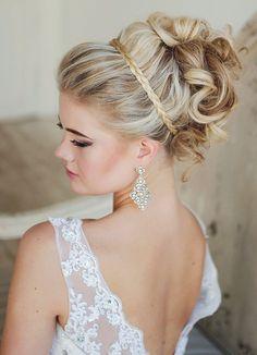 Wedding hair inspiration // Via Elstile