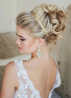 Wedding hair inspiration // Via Elstile