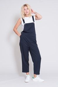 Gorgeous dungarees by Danish fashion brand Ganni, cut with a wide, cropped leg from a navy stretch-blend fabric. Details such as three buttons on each hip, slanted side pockets, a bib pocket and two back pockets. Thanks to the relaxed, yet elegant fit, this garment looks as nice with sneakers and a T-shirt as with a fine blouse and heels.