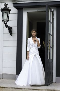 I am absolutely loving the 3/4 sleeve collared blazer top on this gown. So different. Cymbeline.