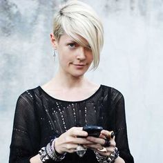 New Hair Cuts Edgy Fringes Long Pixie Ideas Pixie Hairstyles, Cool Hairstyles, Hairstyle Ideas, Short Hair Cuts, Short Hair Styles, Kate Lanphear, Coiffure Hair, Cute Short Haircuts, Shaggy Haircuts