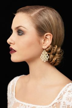 Makeup - Bridal Makeup Tutorial Bridal makeup we'd wear for any occasion!Bridal makeup we'd wear for any occasion! Dance Hairstyles, Homecoming Hairstyles, Diy Hairstyles, Wedding Hairstyles, Bridal Hairstyle, Chignon Hair, Bun Hairstyle, Bun Updo, Vintage Hairstyles