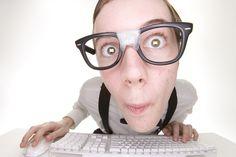 """Bancuri pentru """"tocilari"""". 5 glume pentru oamenii destepti - http://tabloidescu.ro/bancuri-pentru-tocilari-5-glume-pentru-oamenii-destepti/"""
