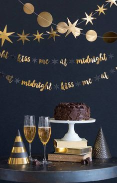 Kiss me at Midnight Party Banner / Silvesterparty-Dekor / Silvesterparty / Silvester … - neujahr dekor Happy New Year Banner, Happy New Year Message, New Year's Eve Celebrations, New Year Celebration, New Years Eve Kiss, Happy New Years Eve, New Year New Me, New Year's Eve Crafts, Party Banner