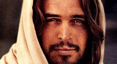 """Luan Santana regrava """"Então é Natal"""" e Jesus resolve voltar pra acabar com a palhaçada"""