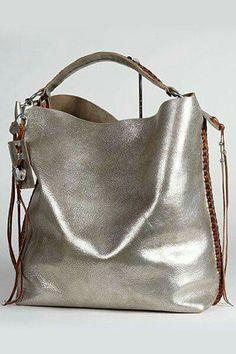 Leather star bag by MIMIC COPENHAGEN € 169,95   Tassen, Leer