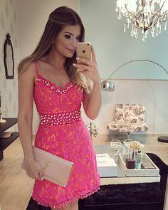 Vestido de renda Pink bordado com pérolas
