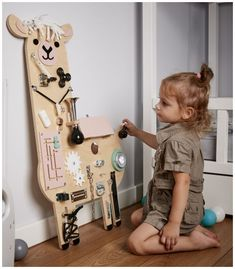 Infant Activities, Activities For Kids, Diy Sensory Board, Busy Boards For Toddlers, Baby Diy Projects, Montessori Toys, Toddler Learning, Baby Play, Diy Toys