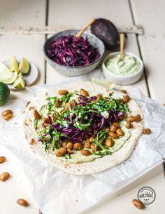 Geröstete Bohnen-Wraps mit Avocado-Creme und schnell mariniertem Rotkraut