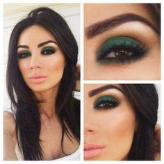 Изумрудный макияж для брюнетки с карими глазами.